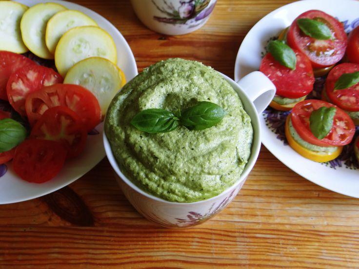 To chyba mój ulubiony sezon warzywny w roku, czyli sezon na pyszne, świeże pomidory od mojej Mamy. I chociaż najbardziej smakują mi same lub w połączeniu z cebulką, pieprzem, solą i octem jabłkowym...