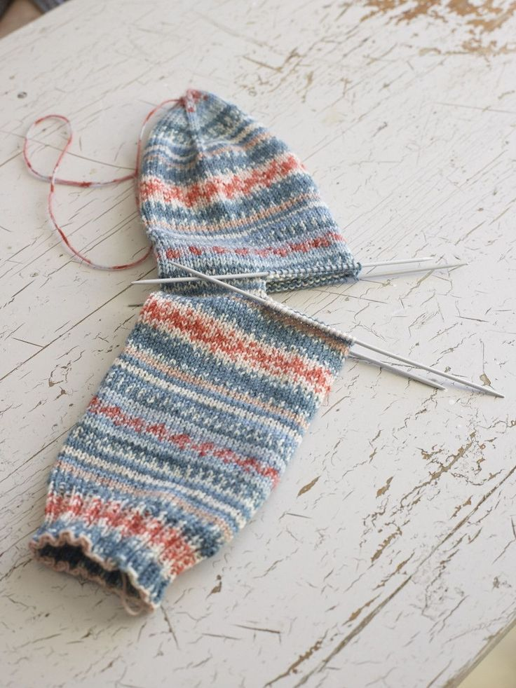 How to knit the easiest sock in the world: Arne & Carlos. knitting, clothing, tutorial, socks. pattern