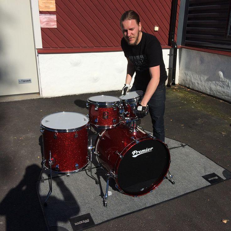 Anders riggar lite trummor för fotning! Glöm inte att kolla in www.slagverkskompaniet.se #trummor #trommer #rummut #drums #slagverkskompaniet #forshaga #forshagarocks