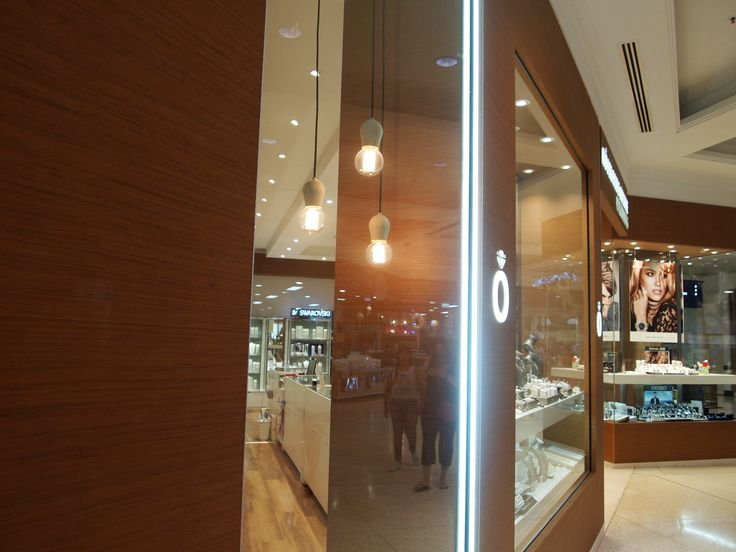 SCOPE: To design a new retail fitout which reflects the brands sold instore, whilst encompassing an inviting atmosphere. Design by Forward Thinking Design. http://forwardthinkingdesign.com.au/projects/roselands-jewellers/