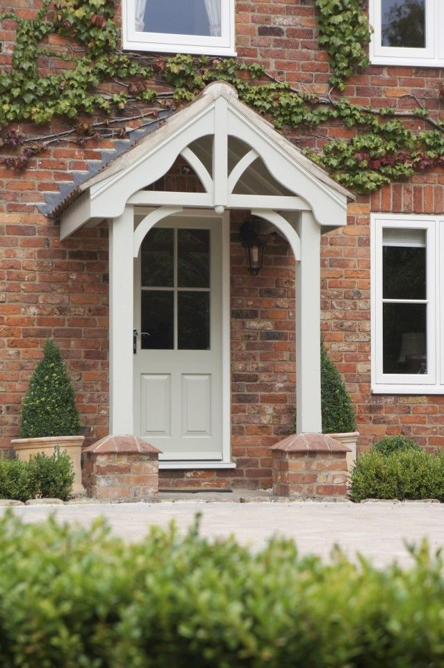 Traditional front door buiten pinterest entrance for Traditional front doors