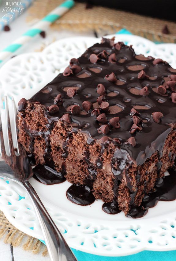 Death by Chocolate Icebox Cake - layers of chocolate ganache, chocolate mousse and chocolate graham crackers! And it's no bake!