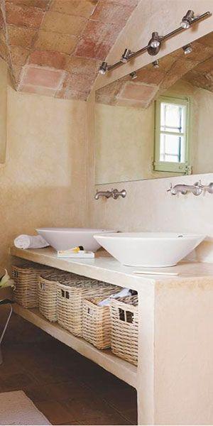 Iluminación moderna en baño Rústico. Regleta de focos para conseguir la mejor iluminación.