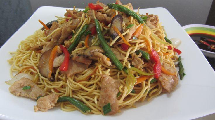 Лапша со свининой и овощами по-китайски жареная лапша по-вьетнамски со с...