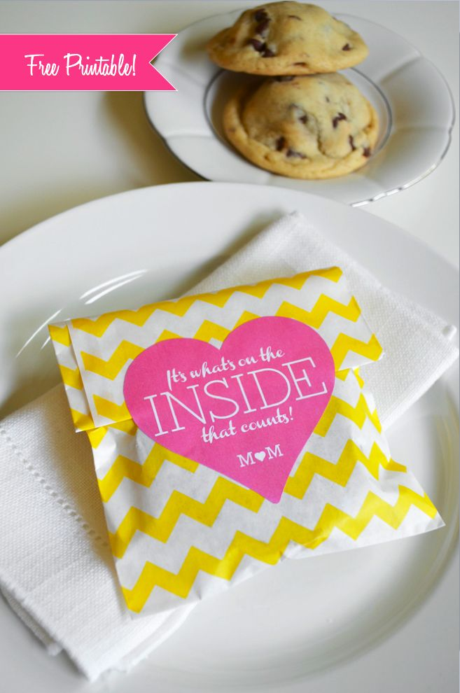 edible wedding favors, stuffed cookie wedding favor, free printable, chevron envelope, chevron wedding theme, Marry This, budget wedding favor, Guest Blogger, DIY Ideas, pink and yellow wedding,