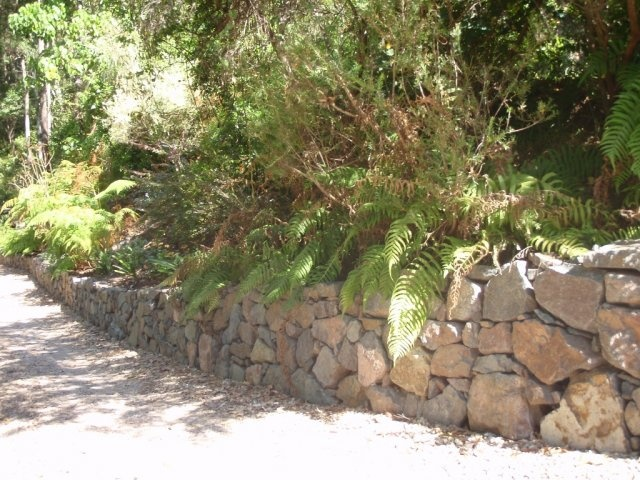 20 best images about retaining walls on pinterest stone for Landscaping rocks sunshine coast