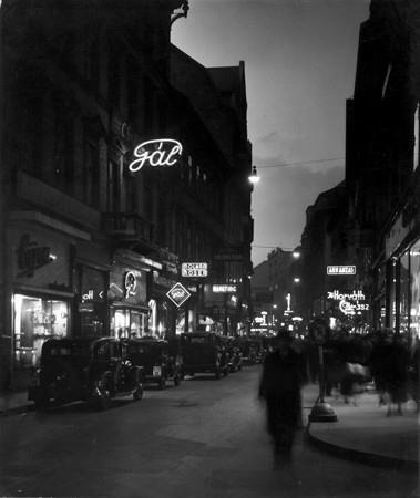 Haár Ferenc: A Váci utca este, 1935, MFM