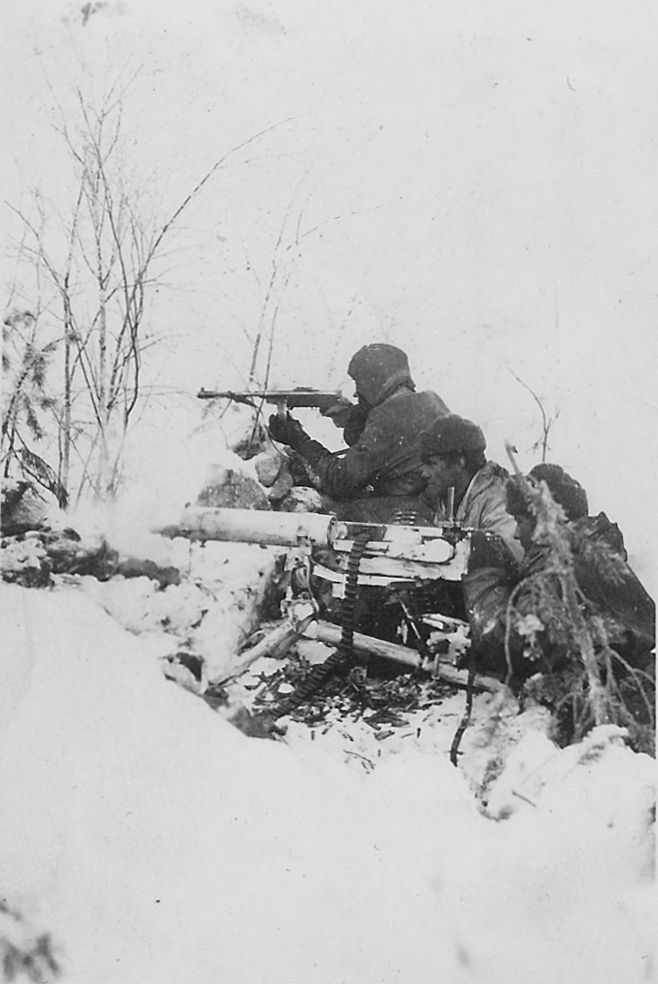 Finnish soldiers fighting in wintry terrain, 1940s, pin by Paolo Marzioli