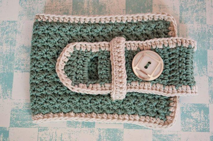 Funda de ganchillo para taza de color jade. AgujadelSur