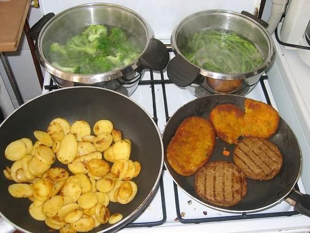 lekkker aardappels met groente en vlees