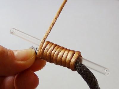 Paracord necklace: riciclo creativo collane, il nodo cappuccino