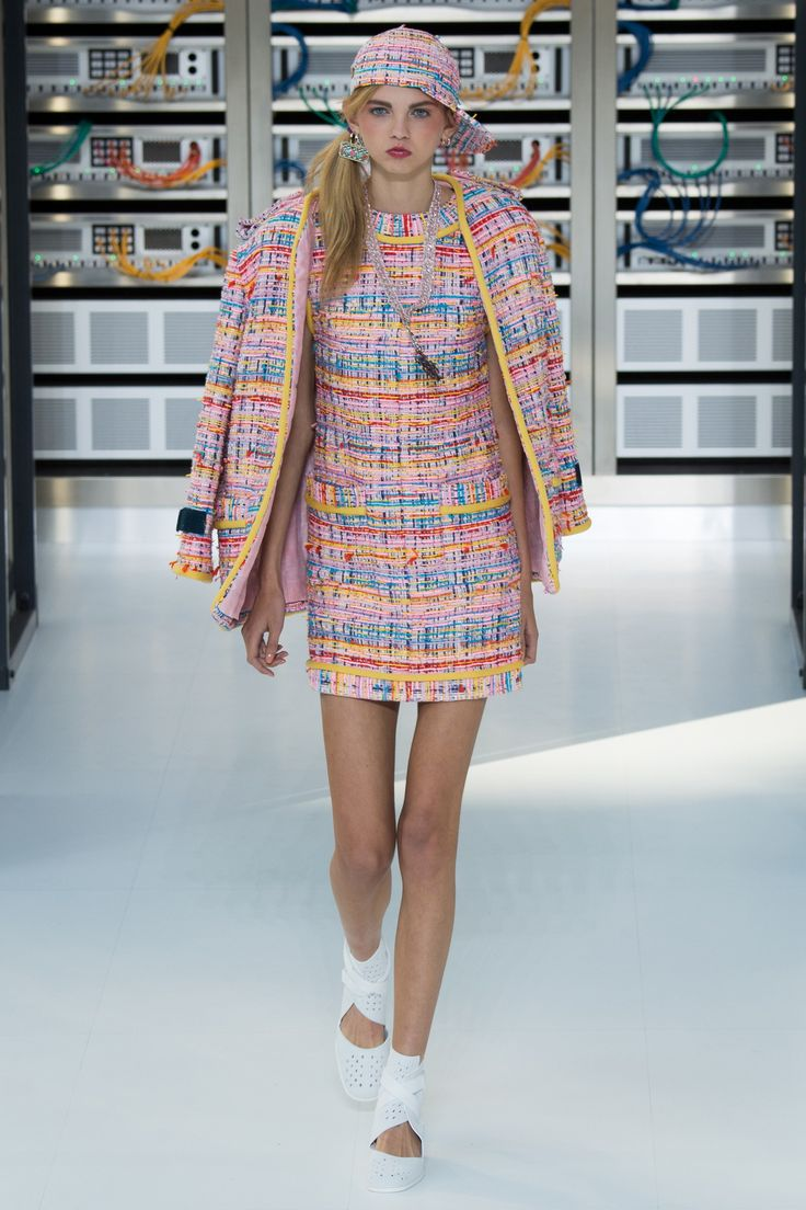 #Chanel   #fashion   #Koshchenets     Chanel Spring 2017 Ready-to-Wear Collection Photos - Vogue
