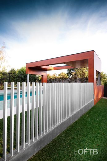 Freestanding posts - Pool compliant fencing