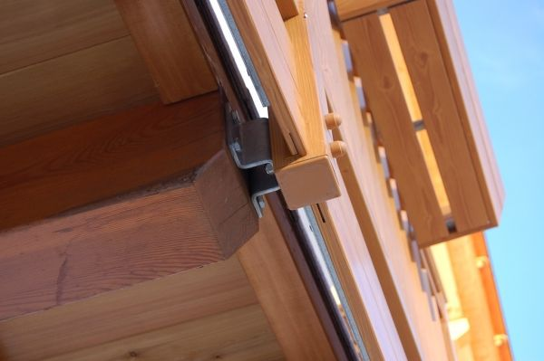 Dettaglio: parapetto in PVC a effetto legno per terrazzo. #terrazzo #balcone #pvc