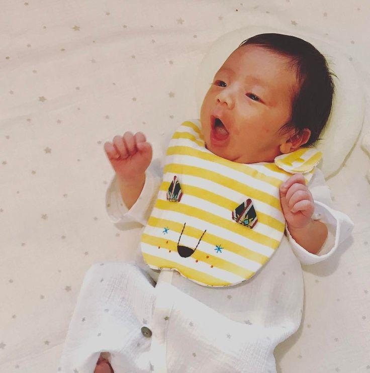 いいね!9件、コメント1件 ― @stationさん(@baby_atto)のInstagramアカウント: 「にゃー😺 ハイセンスなお祝いいただきました💕 #4月生まれ #babyboy #baby #あかちゃん #パパとママの宝物 #10mois #ロエベ風 #生後8日目 #ディモワフォトコン2017関西」