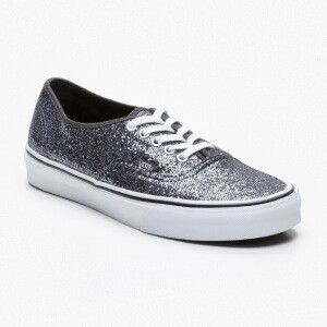 I love Vans but I think some models are too much, I hesitate to buy them because I'm afraid the glitter make cheap. However the price is quite interesting 35 euros instead of 70 euros. it happens on private sales! I guess these shoes with black skinny pants, a sweater in gray angora and a long black winter jacket male.  #ventesprivees.com #vans