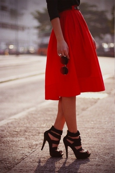 red skirtMidi Skirts, Full Skirts, Summer Outfit, Long Skirts, Black Shoes, Black Heels, Summer Clothing, Red Black, Red Skirts