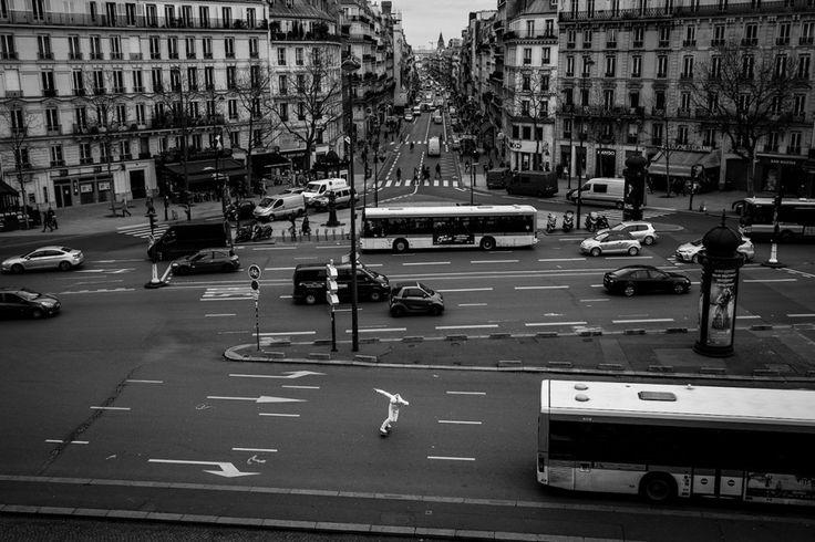 Скейтеры на улицах Парижа в серии поэтичных фотографий http://kleinburd.ru/news/skejtery-na-ulicax-parizha-v-serii-poetichnyx-fotografij/
