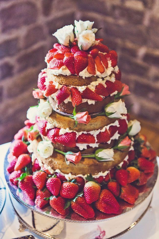 フルーツたっぷりのネイキッドケーキがおしゃれ♪結婚式で真似したいケーキカットアイデア一覧♡ウェディング・ブライダルの参考に!