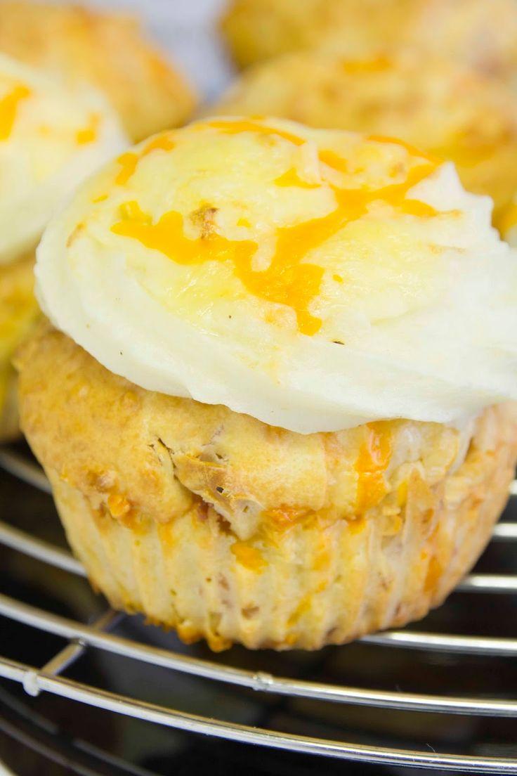 ¡Por fin tenemos aquí el último video tutorial! Esta vez, cocinamos unos jugosísimos cupcakes salados. El muffin es un clásico de ja...