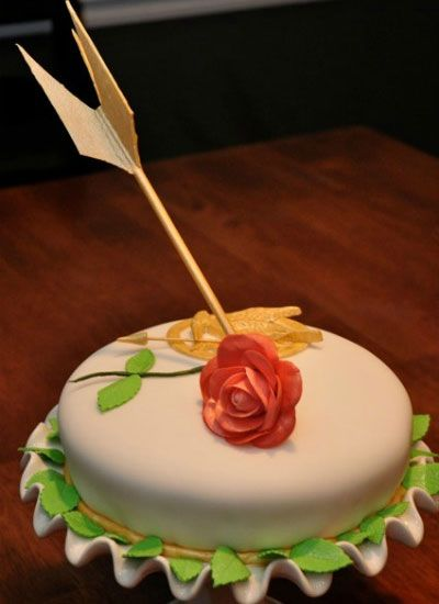 The Hunger Games Shot By An Arrow, Rose Cake: White Rose, Games Cakes, Food, Cake Cake Ideas, Hungergames, Games Party, Party Ideas, Hunger Games Cake Ideas