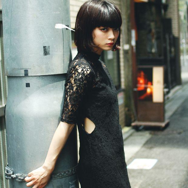 スナップさせていただいた、HOLIDAY 所属モデルの田中真琴さん。レースのワンピースは HONEY MI HONEY