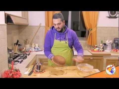 """Parrozzo in #Abruzzo - Il Parrozzo o Panrozzo è un dolce molto diffuso in Abruzzo e tipico della tradizione Natalizia. Gabriele D'Annunzio scrisse un sonetto """"La Canzone del Parrozzo"""" estasiato dal dolce che gli fu proposto direttamente dal suo ideatore Luigi D'Amico. Per le tue vacanze visita www.BedAndBreakfastItalia.com #italianfood #cibo #food #recipes #ricette #cucina #AbruzzoFood"""