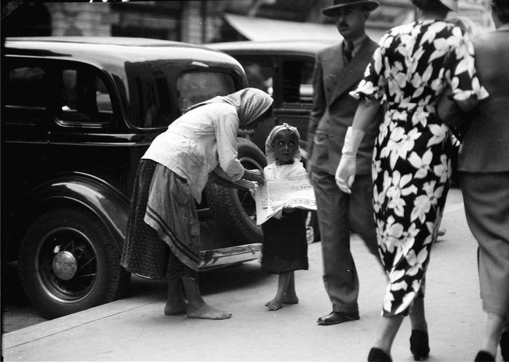 Săraci și bogați(București, 1935)  Sursa: Willy Pragher