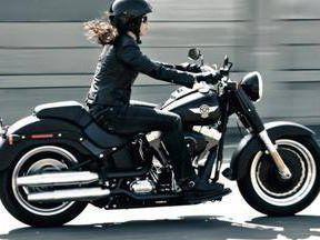 Veja dicas para mulheres perderem o medo de pilotar moto +http://brml.co/1EzGEXl