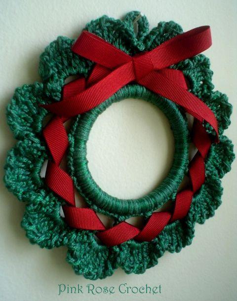 Eu criei e fiz estes modelos de   Mini Guirlandas  de  Crochê para o   Natal  de 2006                                                     ...