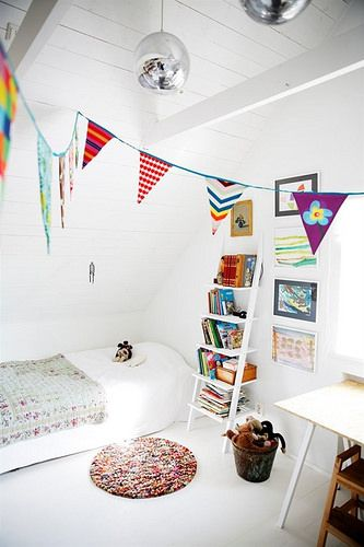 This is a great kids room, really clean. I'm going to show it to Allison, see what she thinks.