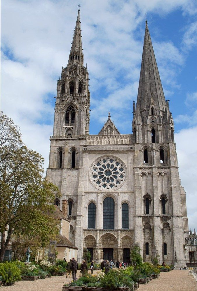 Notre Dame De Chartres Cathedral France Courtesy Of Robin Poitou Connecting Heaven And Earth Earth Sky Alche Cathedral Chartres Cathedral Architecture