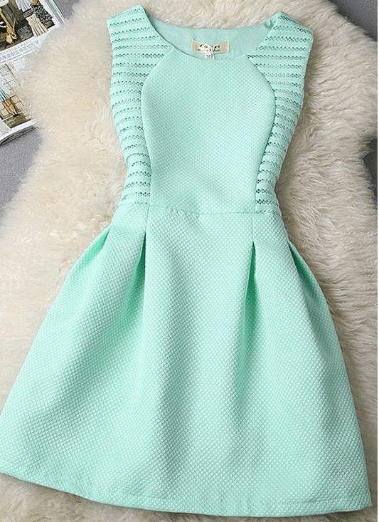 Une robe classique et délicate.  J'ai fait un schéma de modélisation de 36 à 56.