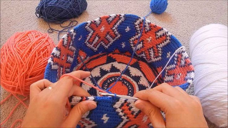 How to prevent tangles in tapestry crochet