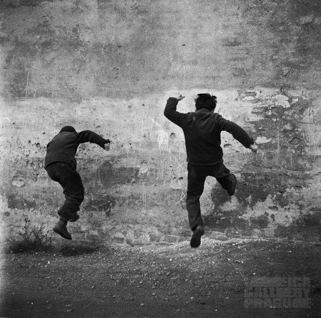 Proti zdi, 1960