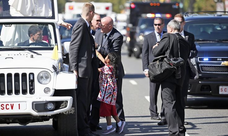 Five-year-old Sophie Cruz makes it past security to greet Pope Francis at parade before hand delivering letter asking pontiff to push for US immigration reform