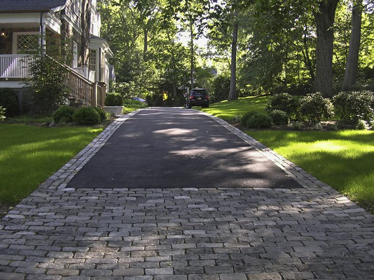 1000 ideas about circle driveway landscaping on pinterest for Semi circle driveway designs