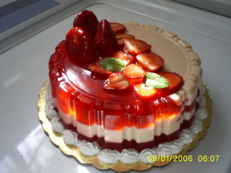 Mexican Jello Cake Recipe: Gelatina De Nuez Y Fresas...This Is How Mexicans Throw