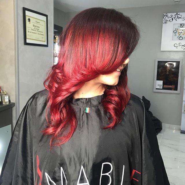 Nuance  Rosso rubino ❤️ Sfumature messe in risalto sulle lunghezze con le nostre maschere a pigmenti diretti💪🏻#napoli #roma #milano #torino #bari #venezia #salerno #capelli #bellezza #parrucchieri #amabilehair #ombre #hair #extension #greatlenghts #capri #ischia #procida #firenze