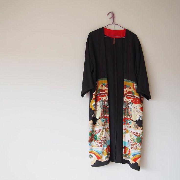 来月のHMJFes2017に出したい分とハワイのポップアップが決まっているのでその分の夏物を追い上げながら秋冬物の準備も同時進行で自分のクローンがあと3人欲しいです  #kimono  #kimonofashion  #antiquekimono  #vintagekimono  #japanesekimono #kimonojacket #kimonocardigan #haori  #craftsmanship  #Welovecollect  #bohostyle  #bohochic  #rikashioyaboutique #hongkonghandmade #着物 #着物リメイク #銘仙 #etsy #creema #浴衣 #浴衣リメイク