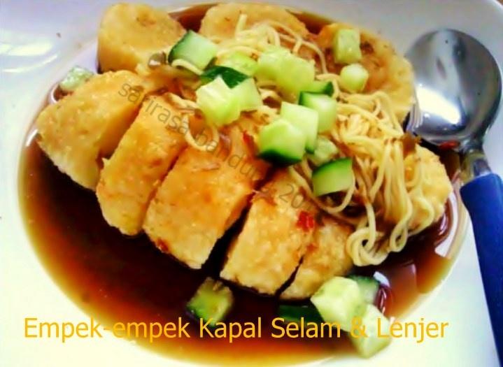 Empek-empek (Fish cake fried with sweet sour vinegar gravy)