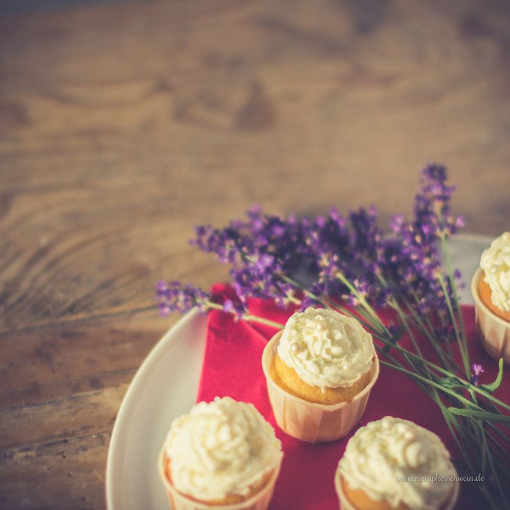 Zitronencreme-Cupcakes mit Lavendel ;)
