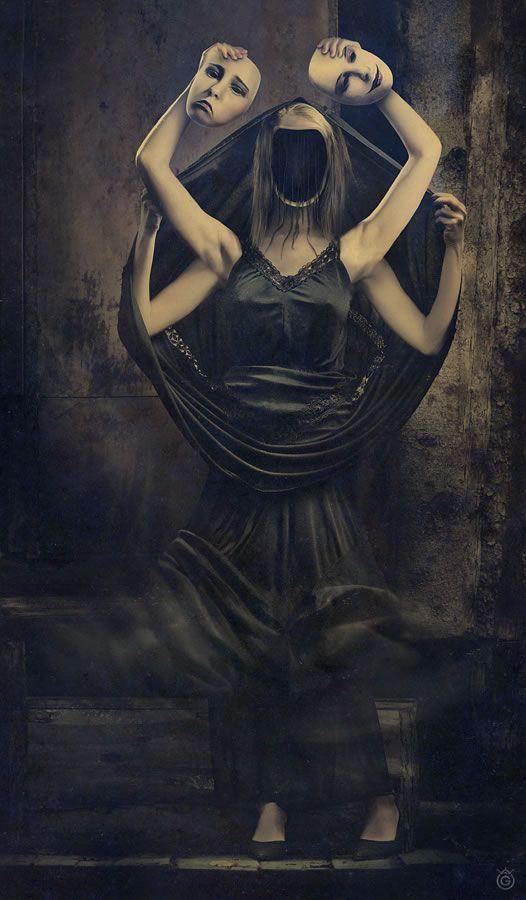 Manipulación de la foto surrealista por Voogee - two different personalities
