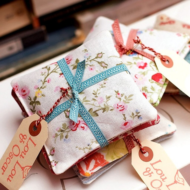so pretty! Lovely lavender bags with ribbon and tags