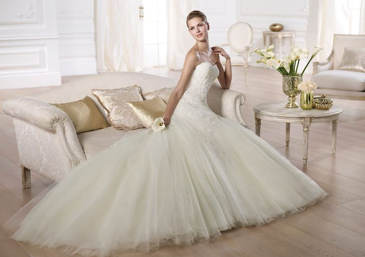Pronovias presents the Olaya wedding dress. Glamour 2014.   Pronovias