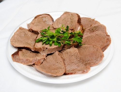 Закуска. Рецепт с пошаговыми фото. Вареный говяжий язык. Вкусно и легко приготовить. Домашние рецепты.