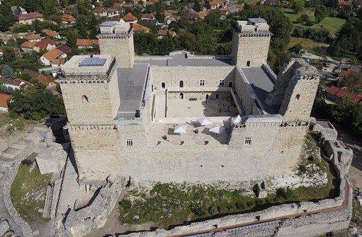 A felújított vár