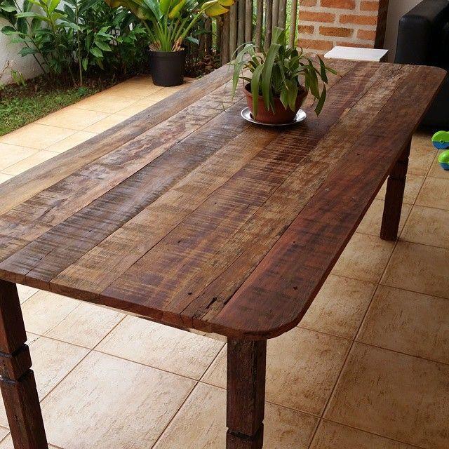 Mesa de madeira de demolição