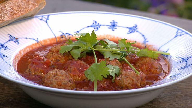 Kødboller i tomatsauce med baguette eller ris