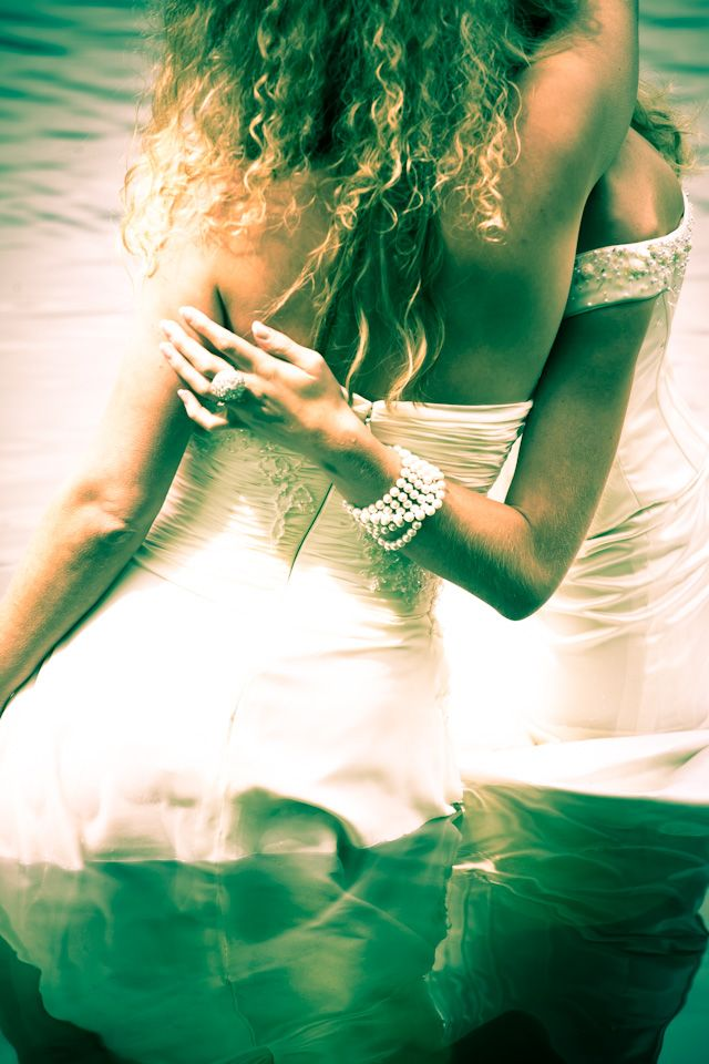 #trashthedress #weddingdress #water #wetdress #blijdestijn #Meppel #bestfriendsfotoshoot